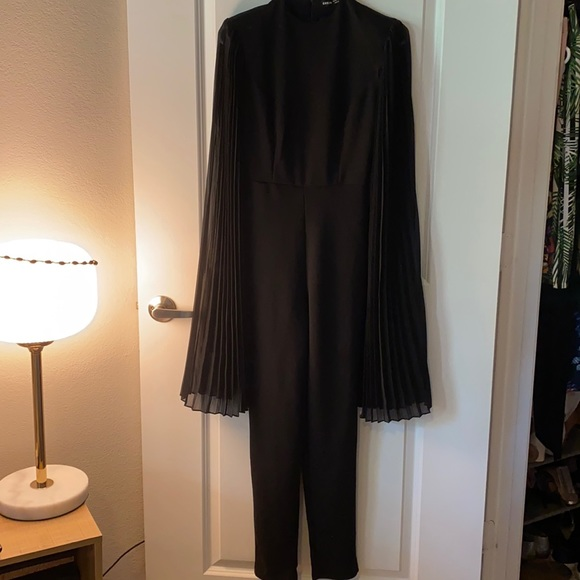 Cape angels sleeves!  Dramatic!